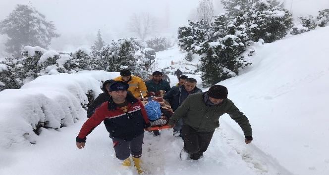 Antalya'da kar sebebiyle evinde mahsur kalan hasta böyle kurtarıldı