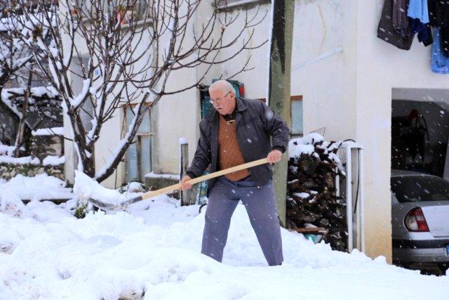 Kaş yayla yollarında karla mücadele