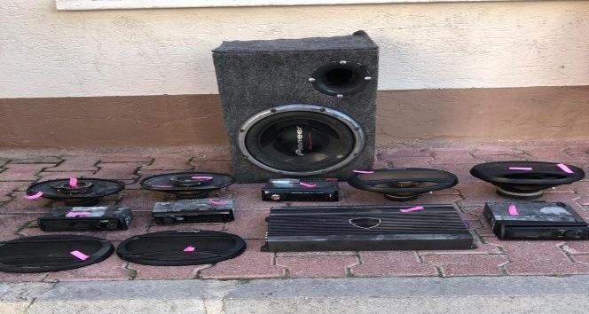 Ev ve arabadan hırsızlık yapan iki kardeş tutuklandı