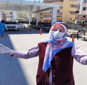 """Korona virüsü yenen 70 yaşındaki kadın: """"Virüs beni yıkacaktı. Ben virüsü yıktım"""""""