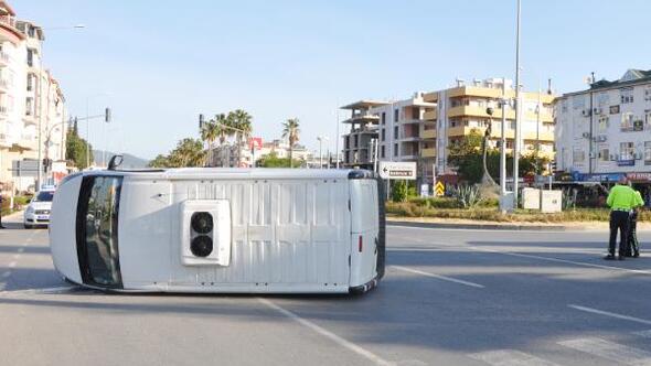 Gazipaşa'da kamyonetle minibüs çarpıştı