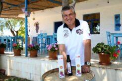 Antalya'da bir işletmeci üzümün çekirdeğinden elde ettiği yağın litresini 640 liradan satıyor