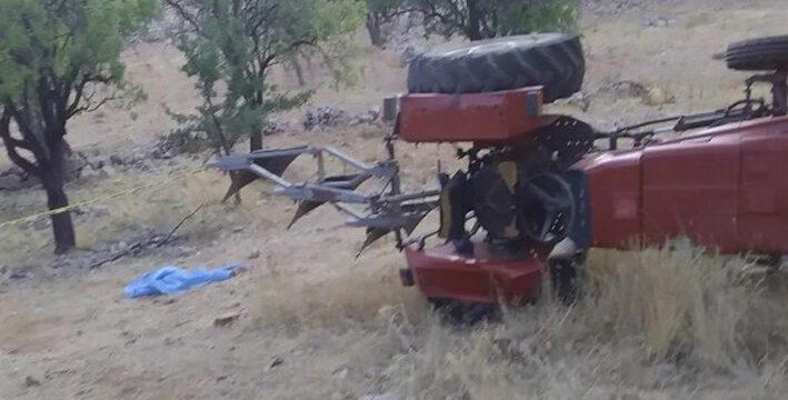 Antalya'da tarlada traktör devrildi: 1 ölü