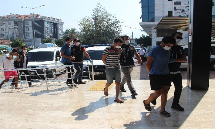 Alanya'da 2 ayrı uyuşturucu operasyonunda 3 tutuklama