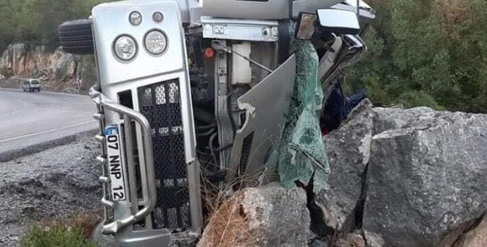 Freni patlayan kamyondan atladı, feci şekilde can verdi
