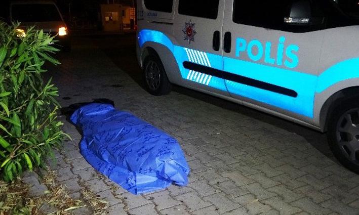 Antalya'da Konyaaltı sahilinde erkek cesedi bulundu