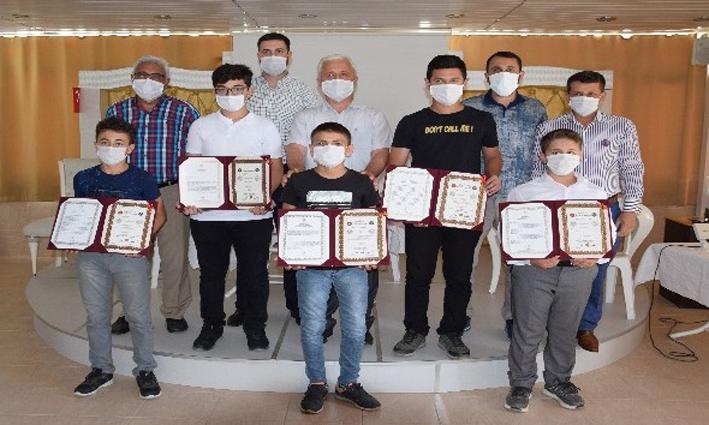 15 aylık eğitimlerini tamamlayan 7 öğrenciye hafızlık belgeleri verildi
