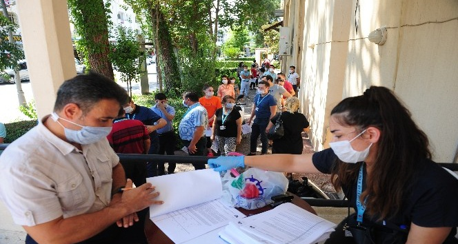 Kemer Belediyesi çalışanlarına Covid-19 testi