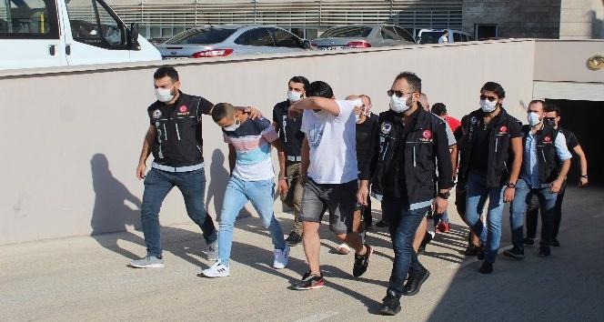 Mersin'den Antalya'ya salça kovasında uyuşturucu sevkiyatına 3 tutuklama