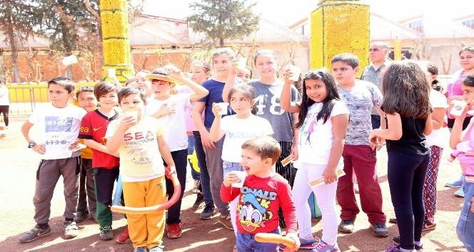 Tütüncü'den, ilk teneffüs zilinde öğrencilere portakal suyu