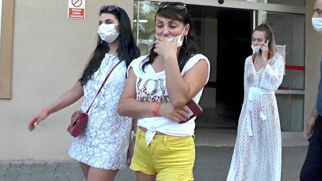 """Otelde Rus turistleri """"Maske takın"""" diyerek uyaran hemşire, yüzüne terlik yedi"""
