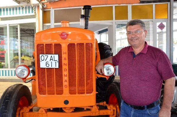 20 bin liraya alıp 14 bin liraya yenilediği 66 yıllık traktörle işe gidip geliyor