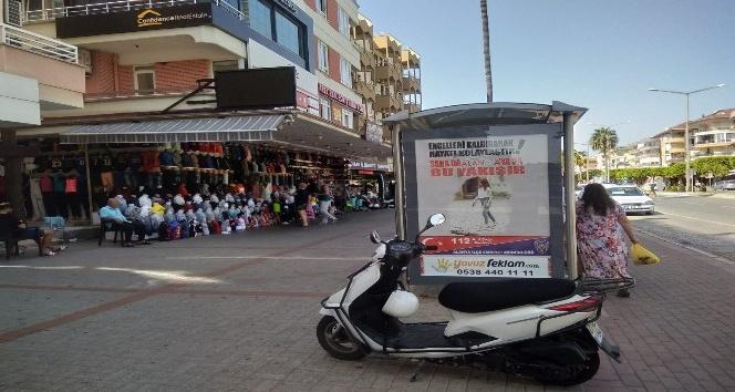 Alanya'da polisten afişli korona virüs uyarısı