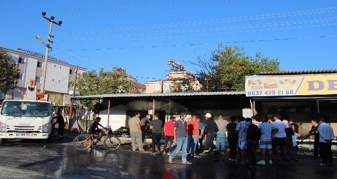 Antalya'da mobilya deposunda yangın