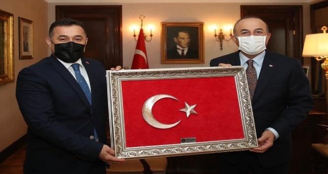 Başkan Yücel Bakan Çavuşoğlu'na projelerini anlattı