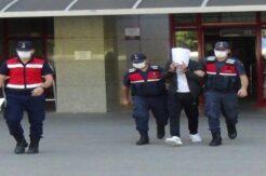 Jandarmanın yakaladığı uyuşturucu şüphelisi gazetecileri görünce yüzünü kapattı
