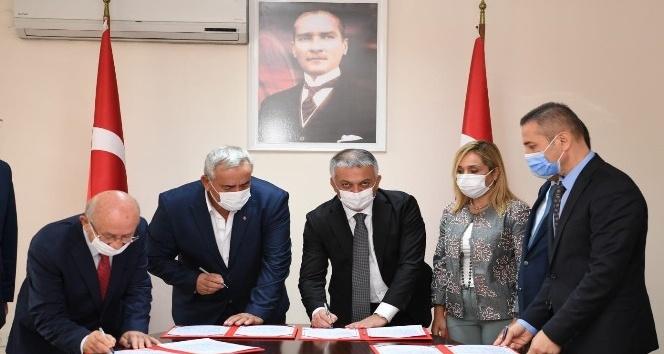 Vali Yazıcı, hayırsever Adnan Yılmaz ile okul protokolü imzaladı