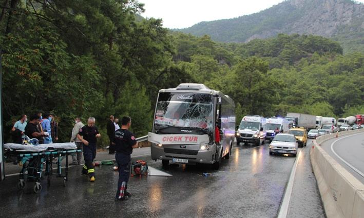 Antalya'da 6 araçlı zincirleme kaza:1'i ağır 6 yaralı