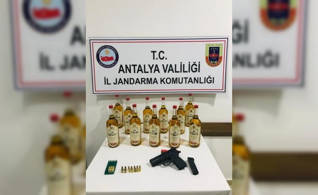 Antalya'da 11 şişe kaçak viski ele geçirildi