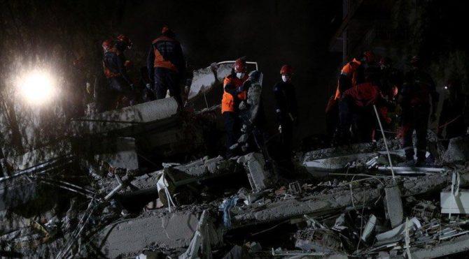 Depremde çöken Rıza Bey Apartmanı'ndan bir iyi bir kötü haber…