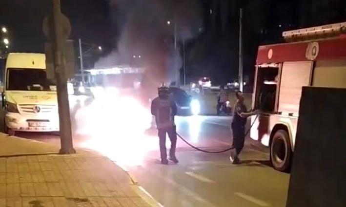 Motosiklet alev alev yandı, cep telefonuyla kayda giren vatandaş muhabirliğe soyundu