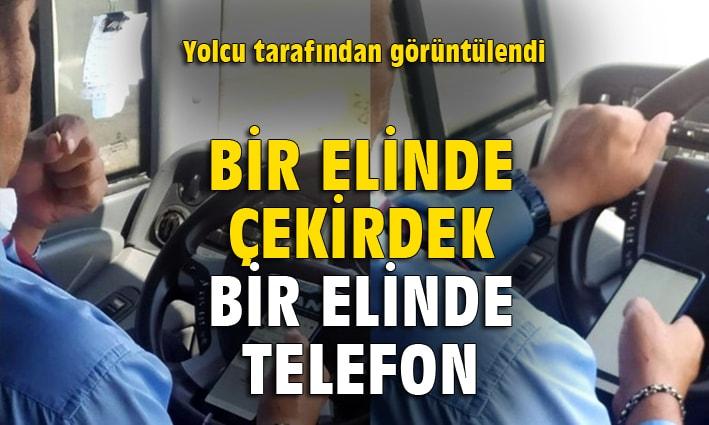 Şehirlerarası otobüs şoförünün bir elinde telefon, bir elinde çekirdek
