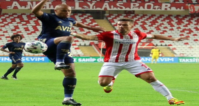Alman yıldız Podolski'nin golleri Antalyaspor'a yetmedi