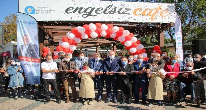 Büyükşehir Belediyesi Engelsiz Kafe hizmete girdi