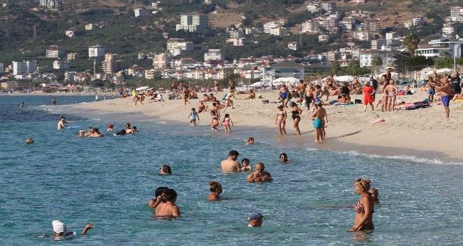 Antalya'da deniz keyfi devam ediyor