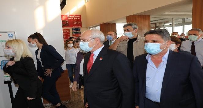 """Başkan Böcek'i hastanede ziyaret eden Kılıçdaroğlu: """"Gülümsedik, sohbet ettik, espri yaptık"""""""