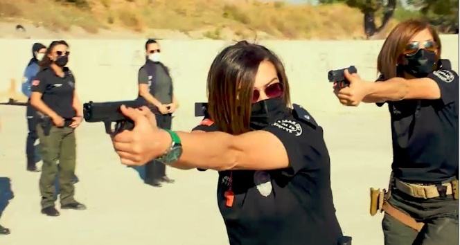 Antalya'nın kadın polisleri poligonda erkeklere taş çıkarttı