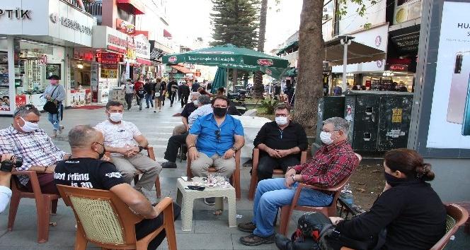 Antalya'da sigara yasağını delenler kamerada