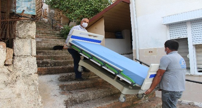 Büyükşehir Belediyesi'nden 14 vatandaşa hasta yatağı