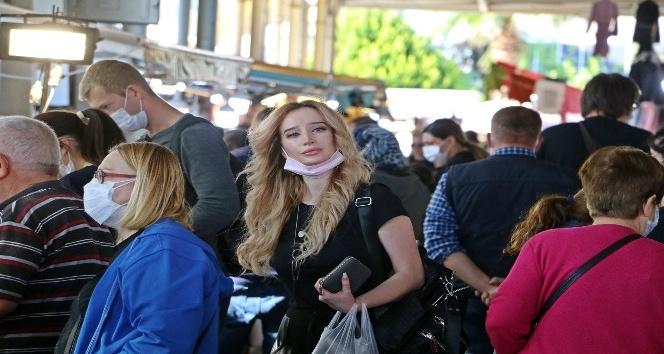 Antalya'da kapalı semt pazarında tepki çeken maske manzarası