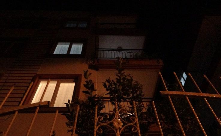 Antalya'da 26 yaşındaki genç demir parmaklığın üzerine düştü