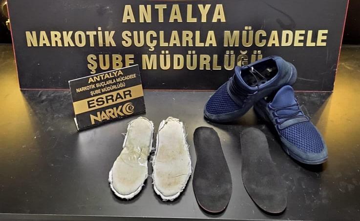 Antalya Havalimanında ayakkabı astarında uyuşturucuyla yakalandı