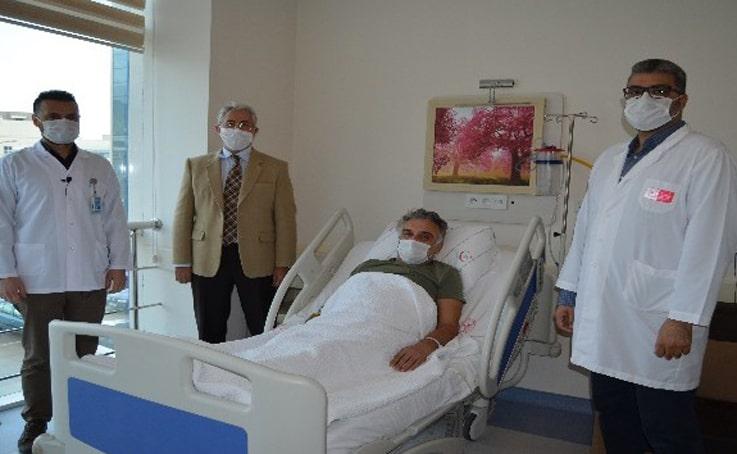 Hastanın ağız içinden alınan doku, idrar yoluna nakledildi