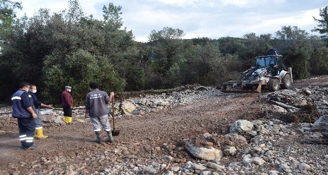 Yağışın vurduğu Kumluca'da yaralar sarılıyor