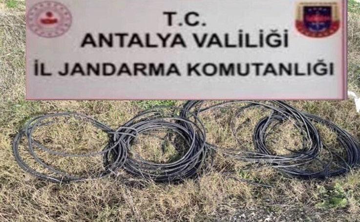 Dinamo ve kablo hırsızları jandarmadan kaçamadı