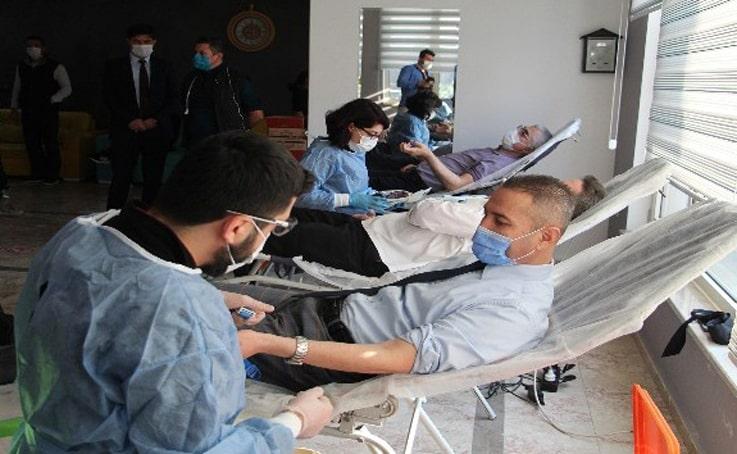 İmam Hatiplilerden kan bağışı
