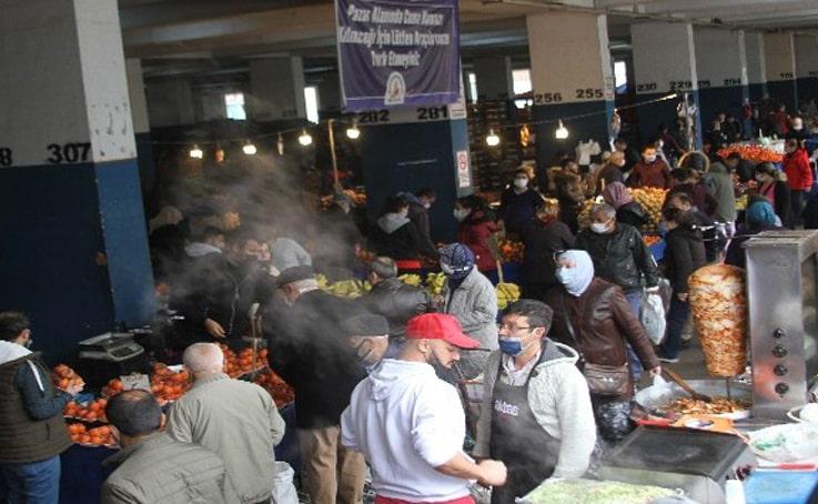 Yeni yılı evlerinde geçirecek olan Antalyalılar pazarlara akın etti, sosyal mesafe hiçe sayıldı