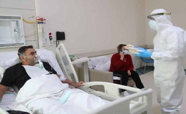 Sağlık çalışanlarından korona tedavisi gören hastalara yeni yıl jesti