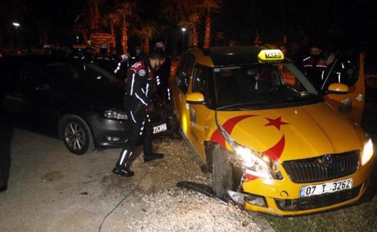 'Öldürecekler beni' diyerek taksi çaldı, kaza yapınca yakalandı