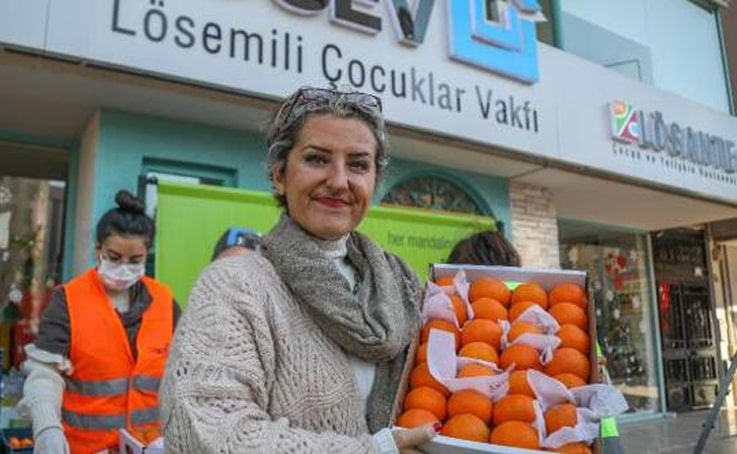 LÖSEV mandalinaları satışa çıktı