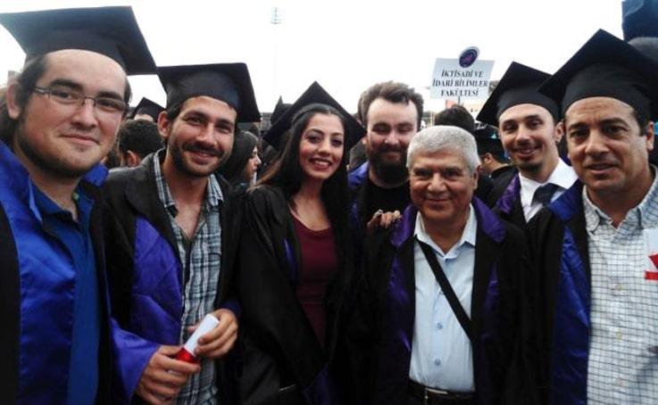 70 yaşında birincilikle bitirdiği üniversitede yüksek lisans yaptı