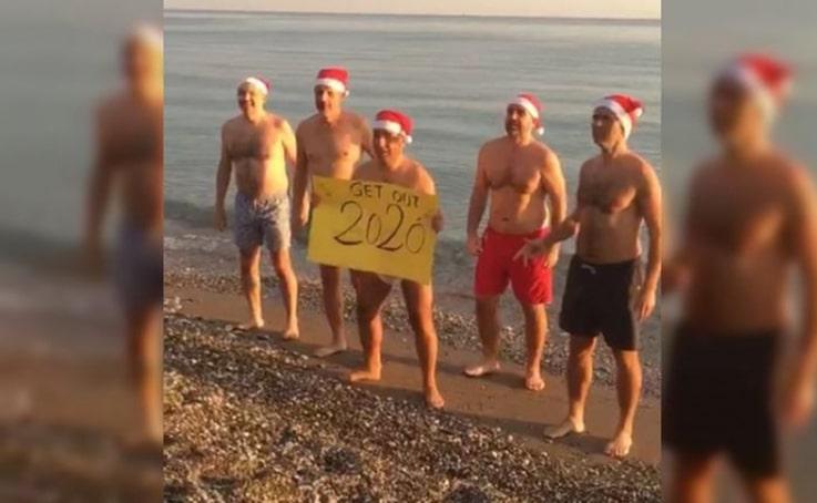 Antalya'da Norveçliler, 2021'i denize girerek kutladı