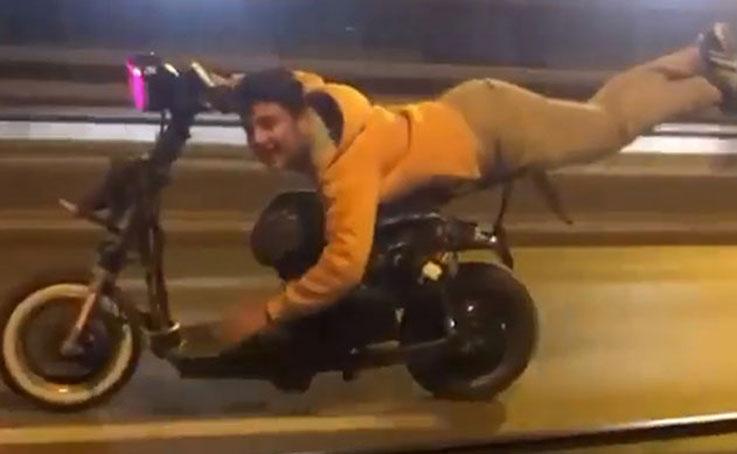 Elektrikli bisiklet sürücüsü, tehlikeye davetiye çıkardı