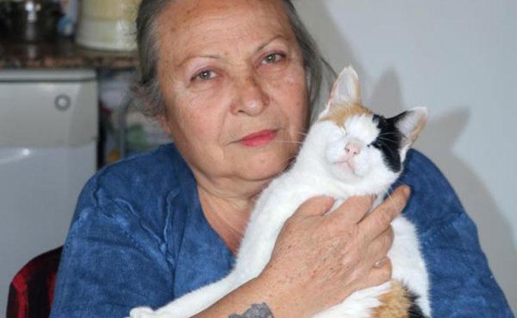 33 kedisine bakabilmek için müstakil eve taşındı