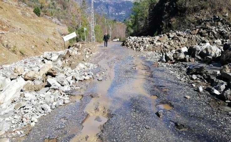 Gazipaşa'da taşkından kapanan yollar ulaşıma açıldı
