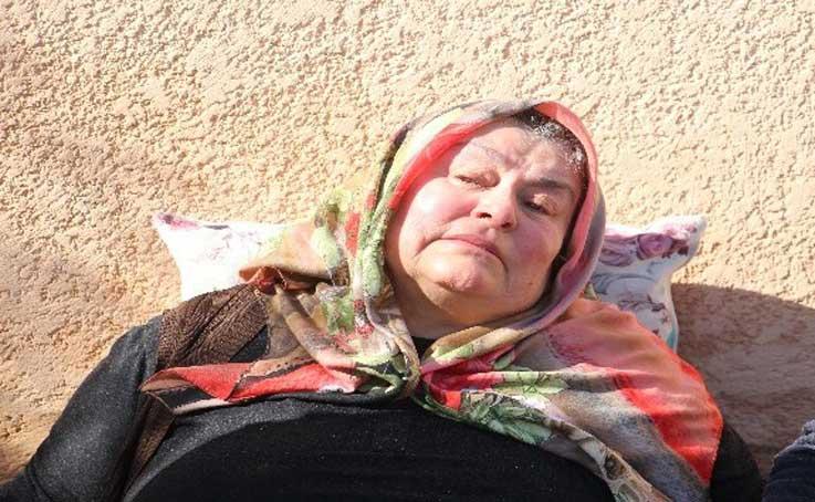 Antalya'da evi yanan yaşlı kadın fenalık geçirdi